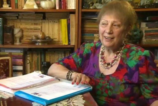 O profesoară din România le oferă elevilor olimpici premii din pensie