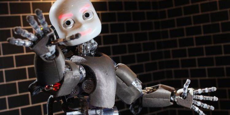 Roboții pot scrie literatură. Poți deosebi o poezie scrisă de un scriitor, de a unui robot?
